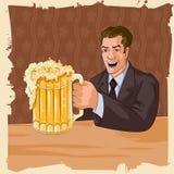 Αναδρομικό άτομο με την κούπα μπύρας Στοκ Εικόνα