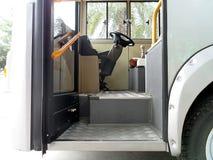 Αναδρομικό λεωφορείο μέσα Στοκ Φωτογραφίες