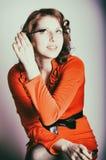 Αναδρομικό κορίτσι που κάνει makeup Στοκ Εικόνες