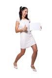 Αναδρομικό κορίτσι σε ένα άσπρο φόρεμα Στοκ φωτογραφία με δικαίωμα ελεύθερης χρήσης