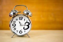 Αναδρομικό ξυπνητήρι με το μεγάλο αριθμό στοκ φωτογραφία με δικαίωμα ελεύθερης χρήσης