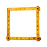 Αναδρομικό ξύλινο μέτρο κυβερνητών ξυλουργών μέτρηση των εργαλείων Τετραγωνική μορφή Στην άσπρη ανασκόπηση διάστημα αντιγράφων Στοκ εικόνα με δικαίωμα ελεύθερης χρήσης