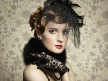 Αναδρομικό πορτρέτο της όμορφης γυναίκας. Εκλεκτής ποιότητας ύφος Στοκ Εικόνα