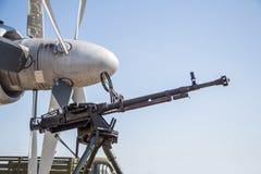 Αναδρομικό πυροβόλο όπλο στο τρίποδο και την οπτική θέα Στοκ εικόνες με δικαίωμα ελεύθερης χρήσης