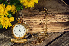 Αναδρομικό ρολόι βιβλίων Στοκ Εικόνες