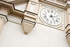 Αναδρομικό ρολόι εκκλησιών στοκ εικόνες