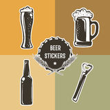 Αναδρομικό σύνολο με τα στοιχεία μπύρας για το σχέδιο λογότυπων επίσης corel σύρετε το διάνυσμα απεικόνισης Στοκ Φωτογραφία