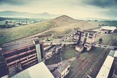 Αναδρομικό τονισμένο παλαιό εγκαταλειμμένο ανθρακωρυχείο Στοκ φωτογραφίες με δικαίωμα ελεύθερης χρήσης