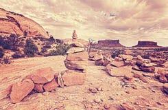 Αναδρομικό τυποποιημένο σημάδι μονοπατιών πετρών ιχνών Στοκ φωτογραφίες με δικαίωμα ελεύθερης χρήσης