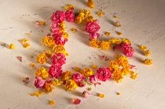 Αναδρομικό υπόβαθρο με τα ξηρά τριαντάφυλλα Στοκ Εικόνες