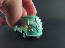 Αναδρομικό φορτηγό παιχνιδιών σε διαθεσιμότητα Στοκ Εικόνα