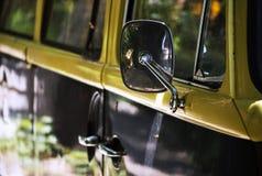 Αναδρομικό φορτηγό παραλιών Στοκ Φωτογραφίες
