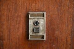 Αναδρομικό doorbell με το ματάκι πόρτας Στοκ Εικόνες