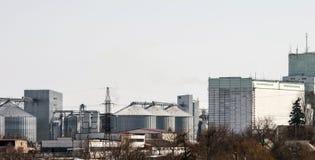 Ανελκυστήρας για την αποθήκευση σιταριού Γεωργικός σύνθετος στοκ εικόνα
