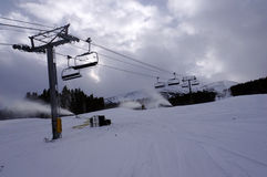 Ανελκυστήρας εδρών χιονοδρομικών κέντρων Στοκ Εικόνες