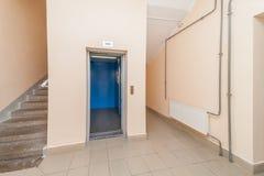 Ανελκυστήρας και σκαλοπάτια Στοκ Φωτογραφίες