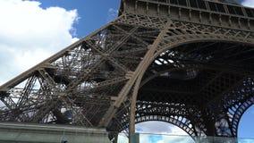 Ανελκυστήρας πύργων του Άιφελ στο Παρίσι απόθεμα βίντεο