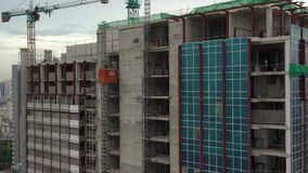Ανελκυστήρας στην οικοδόμηση των κτηρίων απόθεμα βίντεο