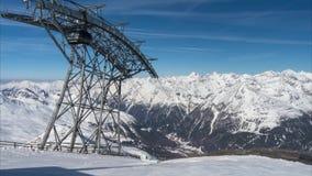 Ανελκυστήρας στις Άλπεις κατά τη διάρκεια να κάνει σκι της εποχής Χρονικό σφάλμα απόθεμα βίντεο