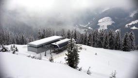 Ανελκυστήρας στο σταθμό σκι Zillertal, Αυστρία Σκιέρ στο χιόνι φιλμ μικρού μήκους