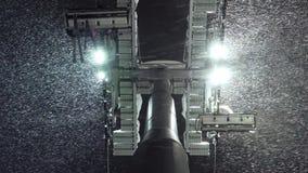 Ανελκυστήρας τελεφερίκ γονδολών και μειωμένο χιόνι bay bridge ca francisco night san time Κάτω από την άποψη απόθεμα βίντεο