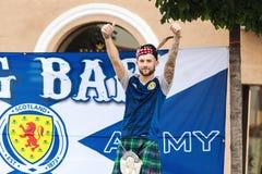 Ανεμιστήρας ομάδων ποδοσφαίρου της Σκωτίας ενθαρρυντικός Στοκ εικόνα με δικαίωμα ελεύθερης χρήσης