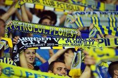 Ανεμιστήρες με τα μαντίλι σε Petrolul ploiesti-Σουώνση FC Στοκ φωτογραφίες με δικαίωμα ελεύθερης χρήσης