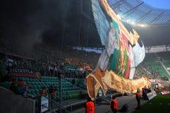 Ανεμιστήρες Wroclaw Slask με την τεράστια σημαία Στοκ Εικόνες