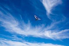 Ανεμοπλάνα που πετούν στον ουρανό Στοκ Εικόνα