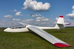 Ανεμοπλάνο στον αερολιμένα Ορατό πιλοτήριο Στοκ φωτογραφία με δικαίωμα ελεύθερης χρήσης