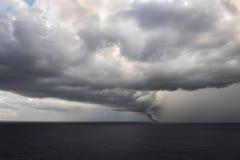 ανεμοστρόβιλος θάλασσ&alp Στοκ Φωτογραφίες