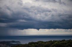 Ανεμοστρόβιλος πέρα από το ελληνικό νησί Kefalonia Στοκ Φωτογραφία