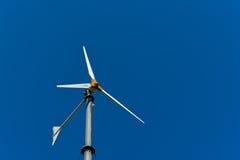 Ανεμοστρόβιλος για την παραγωγή ηλεκτρικής δύναμης τρισδιάστατος απομονωμένος απεικόνιση αέρας ισχύος Στοκ εικόνες με δικαίωμα ελεύθερης χρήσης