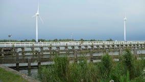 Ανεμόμυλοι ως πηγή ανθεκτικής ενέργειας Enkhuizen, Κάτω Χώρες στις 19 Ιουνίου 2019 απόθεμα βίντεο