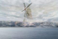 Ανεμόμυλος στην ομίχλη Στοκ Εικόνα
