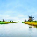 Ανεμόμυλοι και κανάλι σε Kinderdijk, την Ολλανδία ή τις Κάτω Χώρες. Περιοχή της ΟΥΝΕΣΚΟ Στοκ Εικόνα