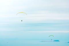 Ανεμόπτερο επάνω από τον ωκεανό Στοκ φωτογραφία με δικαίωμα ελεύθερης χρήσης