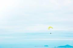 Ανεμόπτερο επάνω από τον ωκεανό Στοκ Εικόνα