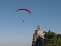 Ανεμόπτερο και Monte Titano Στοκ Εικόνα