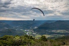 Ανεμόπτερο στη φωλιά αετών ` s Ninho DAS Aguias - η Nova Petropolis, Rio Grande κάνει τη Sul, Βραζιλία στοκ εικόνες