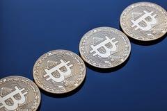 Ανερχόμενος λωρίδα από τα νομίσματα crypto του νομίσματος bitcoin Στοκ Φωτογραφία