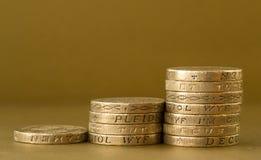 Ανερχόμενος σωροί των βρετανικών νομισμάτων λιβρών Στοκ φωτογραφίες με δικαίωμα ελεύθερης χρήσης