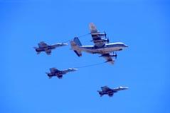 ανεφοδιασμός σε καύσιμα αεροπλάνων στοκ εικόνα