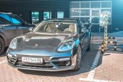 Ανεφοδιασμός σε καύσιμα για την ηλεκτρική ε-κινητικότητα Porsche αυτοκινήτων Ρωσία, Μόσχα, στις 14 Απριλίου 2018 Στοκ Εικόνα