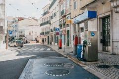 Ανεφοδιασμός σε καύσιμα οδών των οχημάτων με τη βενζίνη στη Λισσαβώνα στοκ φωτογραφίες