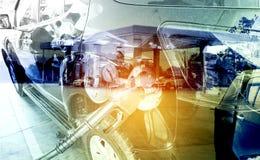 Ανεφοδιασμός σε καύσιμα αυτοκινήτων στο πρατήριο καυσίμων Αντλία καυσίμων με τη βενζίνη econom Στοκ Εικόνα