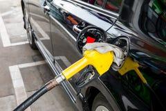 Ανεφοδιασμός σε καύσιμα αυτοκινήτων Στοκ Εικόνα