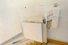 Ανελκυστήρας για τα άτομα με ειδικές ανάγκες Στοκ εικόνες με δικαίωμα ελεύθερης χρήσης