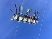 Ανελκυστήρας, διακοπές χειμερινών βουνών, κατώτατη άποψη, κινητό απόθεμα Στοκ Εικόνες