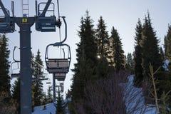 ανελκυστήρας καρεκλών στα βουνά Στοκ Εικόνες